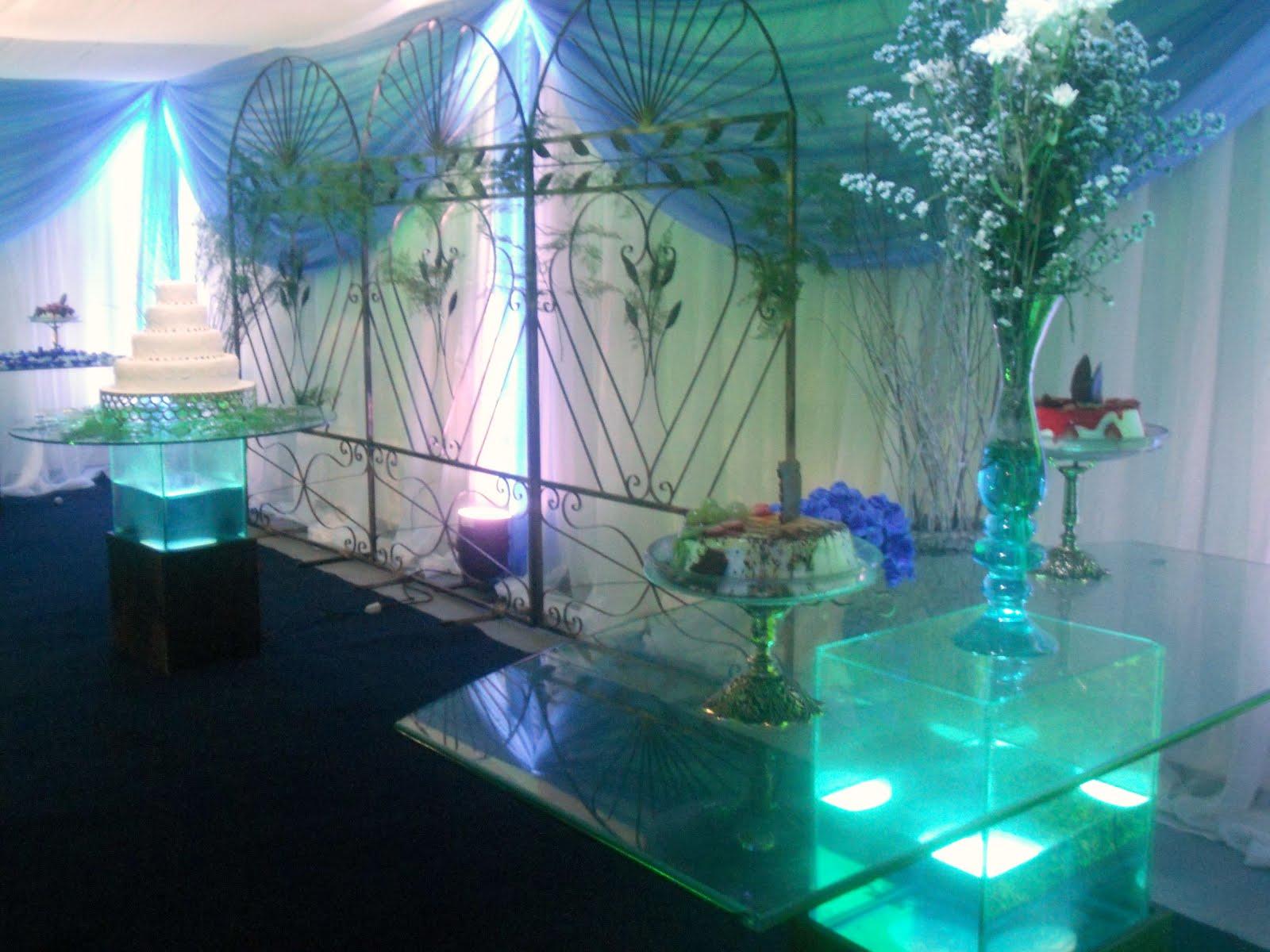 Palanque com mesas decoradas