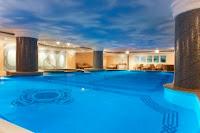 the-Ritz-carlton-otel-beşiktaş-kapalı-yüzme-havuzu