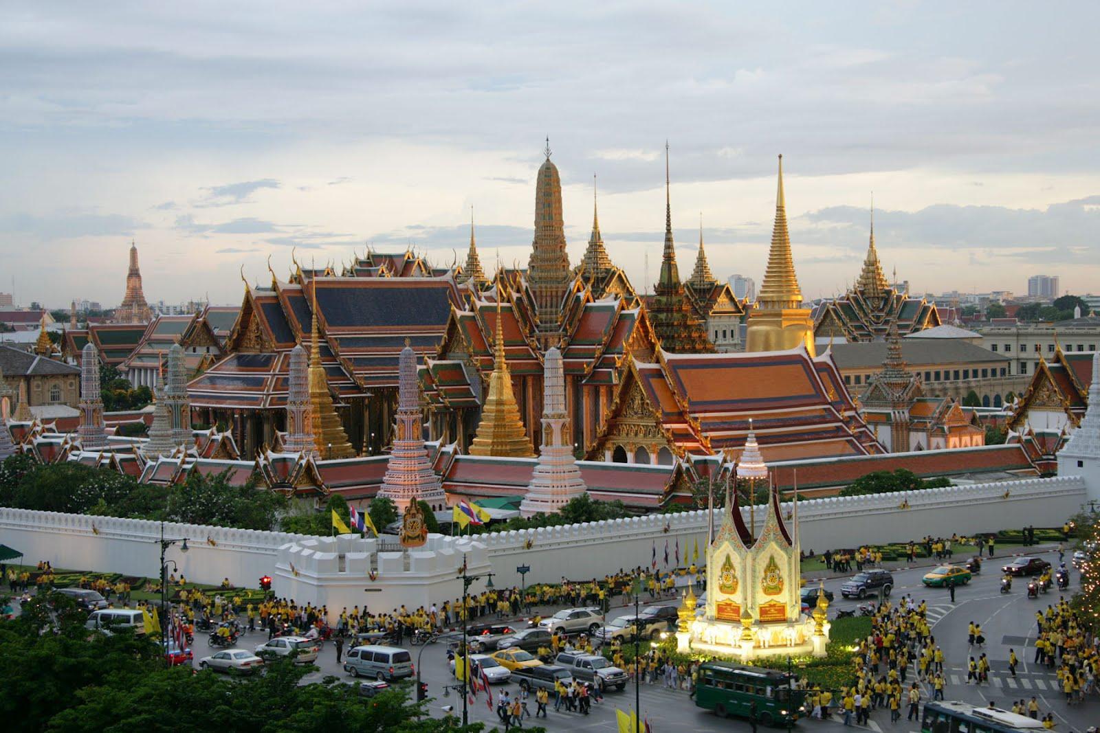 http://3.bp.blogspot.com/-eQNqSkaUQvI/T5dwynw_TUI/AAAAAAAABd4/1vv2Shrtu-4/s1600/bangkok-temple.jpg