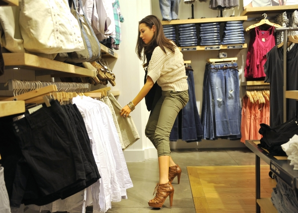 clothes and fashion essay The world of fashion is a vast arena and encompasses every sphere of your life and your activities fashion today has taken a front seat and is of topmost priority to every individual from every age group.