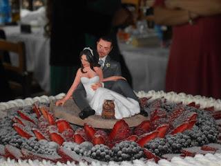 orme magiche cake topper personalizzati sposini torta nuziale statuetta personalizzata sposi sulla spiaggia con gatto