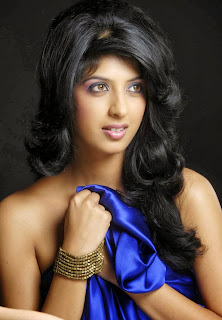 Aishwarya Sakhuja from TV Show Main Naa Bhoolungi Spicy Modeling Pics