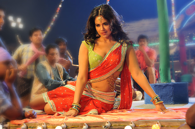 Actress Sameera Reddy Saree Below Navel Show Photos