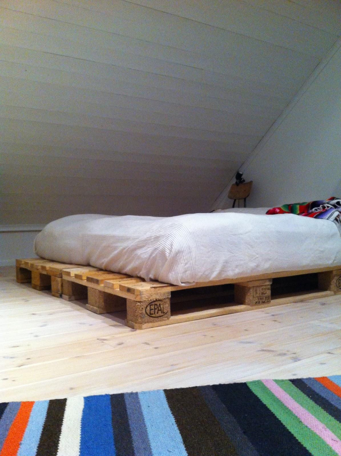 Large pallet bed made of pallets - Diy Pallet Bed