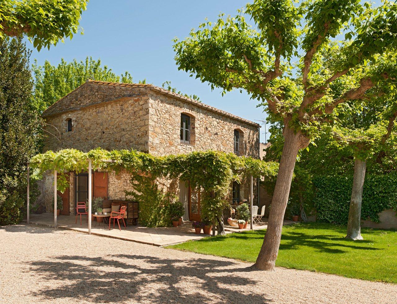 Blonde in this city dream home spanish barn house - La casa de las piedras ...