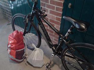 rower, bicycle, bag, plecak, owoce, fruit, pełny plecak