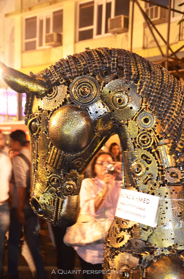 Metallic horse life size representing the festival