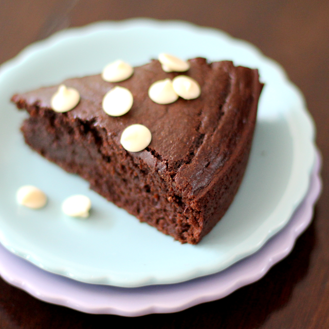 Healthy Chocolate Avocado Cake with Chocolate Frosting