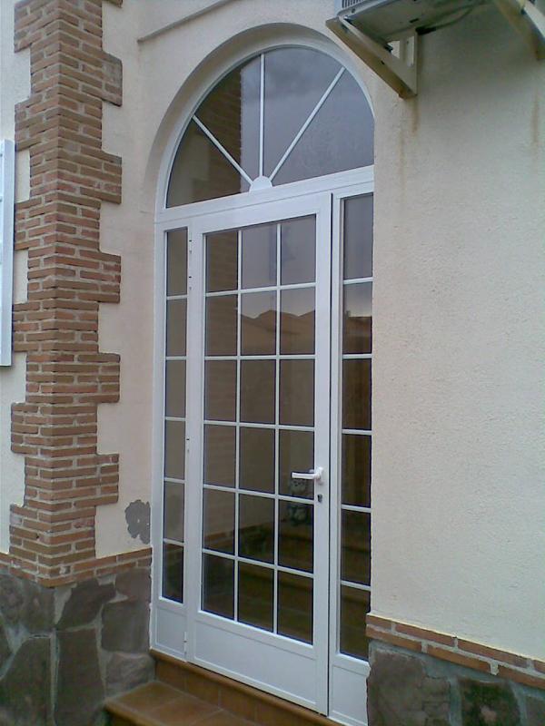 Puertas de entrada carpinteria lozano hierro y aluminio for Puerta entrada aluminio
