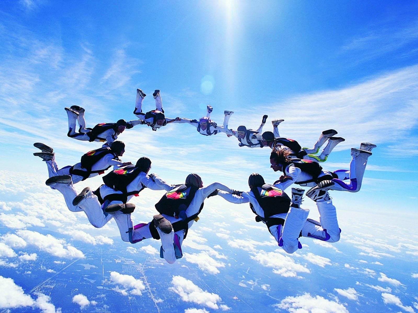 http://3.bp.blogspot.com/-eRdf7tM8Tsw/UD5K24GVzLI/AAAAAAAAIkM/Ze2bsf1FlB0/s1600/Skydiving+Wallpapers+1.jpg
