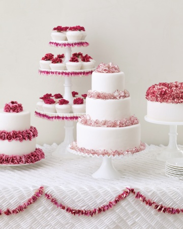 A Simple Cake: Fresh Flowers for Wedding Cakes