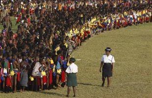 Parade Wanita Telanjang Dada Dukung Keperawanan
