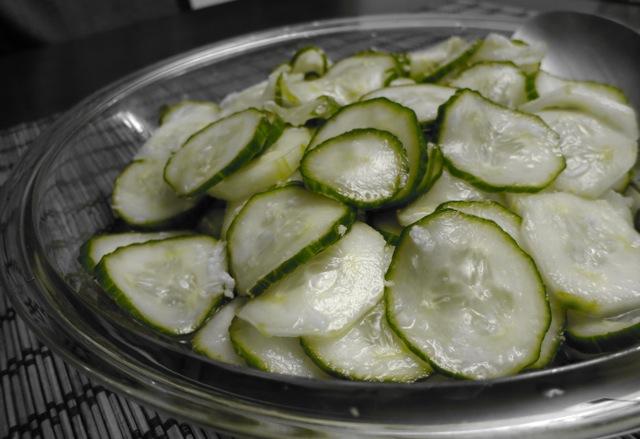 Салат из огурцов с имбирем