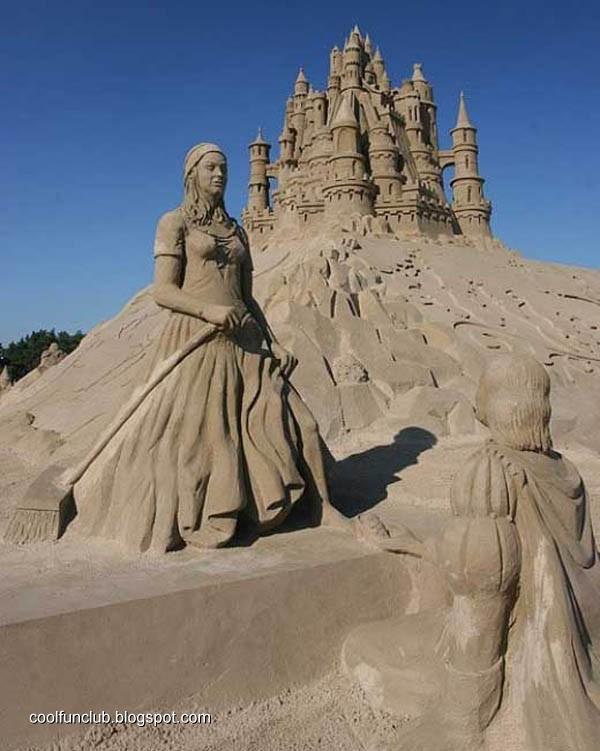 Fundov: Woman on Sand Sculptures