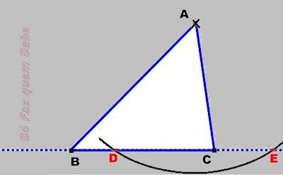 Determinando dois pontos no lado oposto para construir a altura.