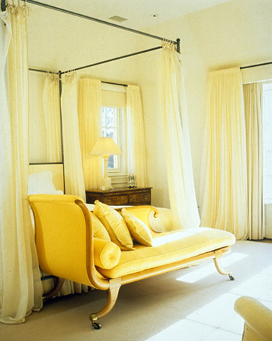 The glam pad hello spring hello yellow for Chaise guest house