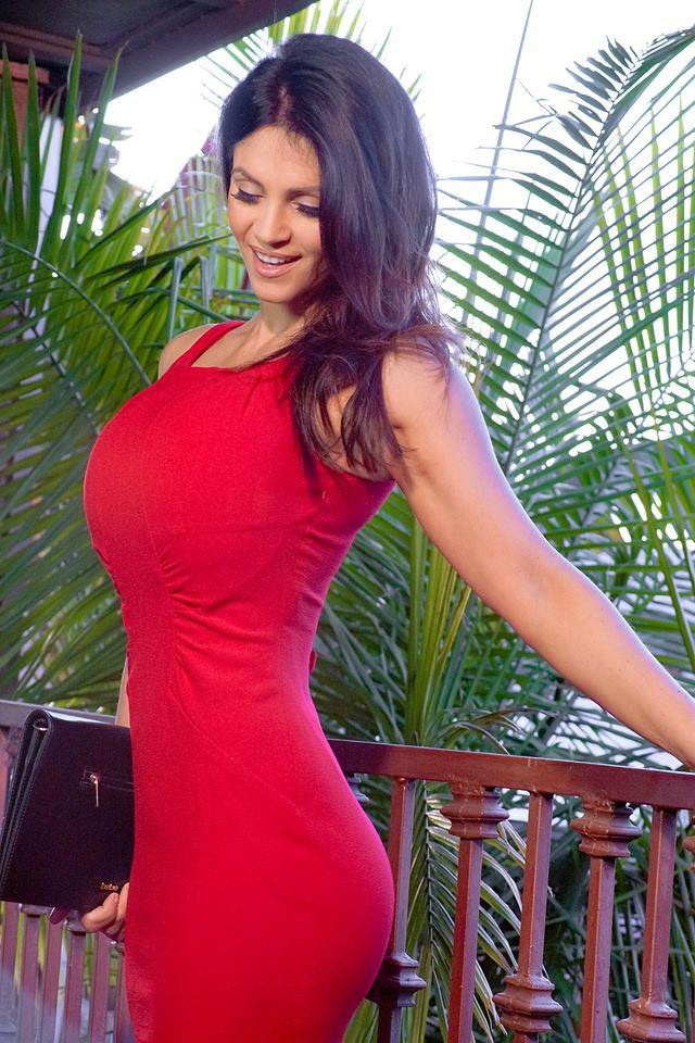 Denise Milani the amazing body wants all girls
