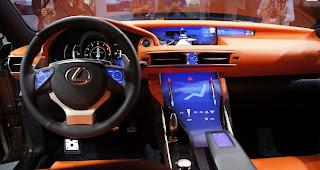 Lexus Lf-Cc Kendaraan Beroda Empat Dengan Interior Layar Sentuh