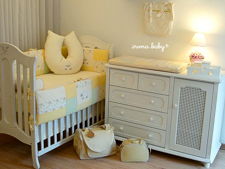"""decoracao de quarto de bebe azul e amarelo: coisinhas de bebês e vocês? Estão gostando da tag """"Lá em casa"""