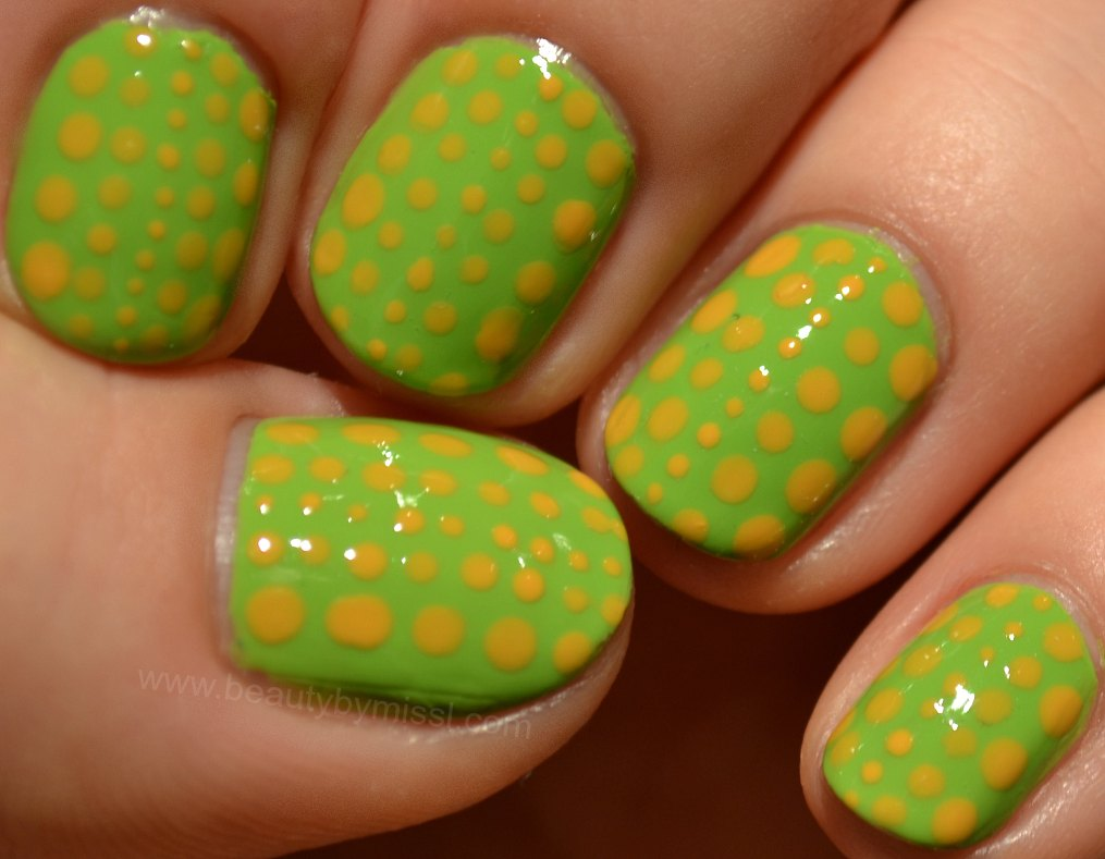 dotted nails, nail art for nubbins