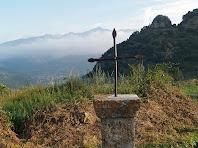 La Creu amb el Forcat a la dreta, el Moixeró al fons i Bagà a la vall