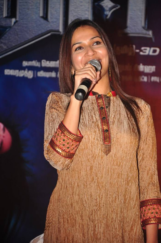 Soundarya Rajinikanth Latest Photos wallpapers