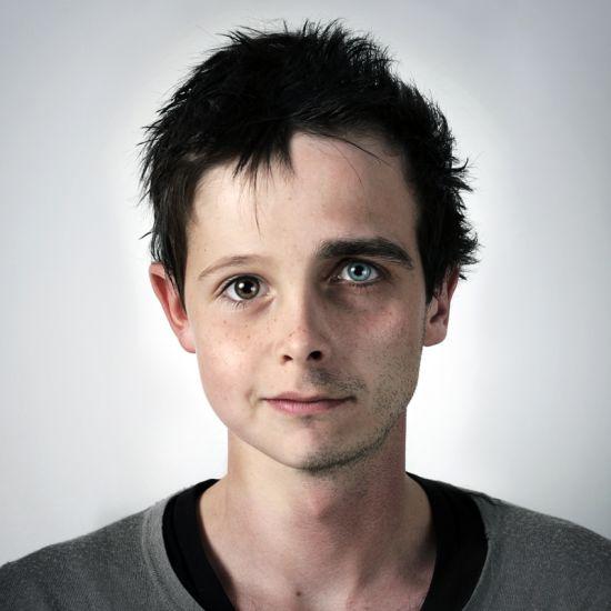 Ulric Collette fotografia surreal photoshop retratos genéticos família rostos misturados autorretratos Filho/pai - Nathan (7 anos) e Ulric (29 anos)