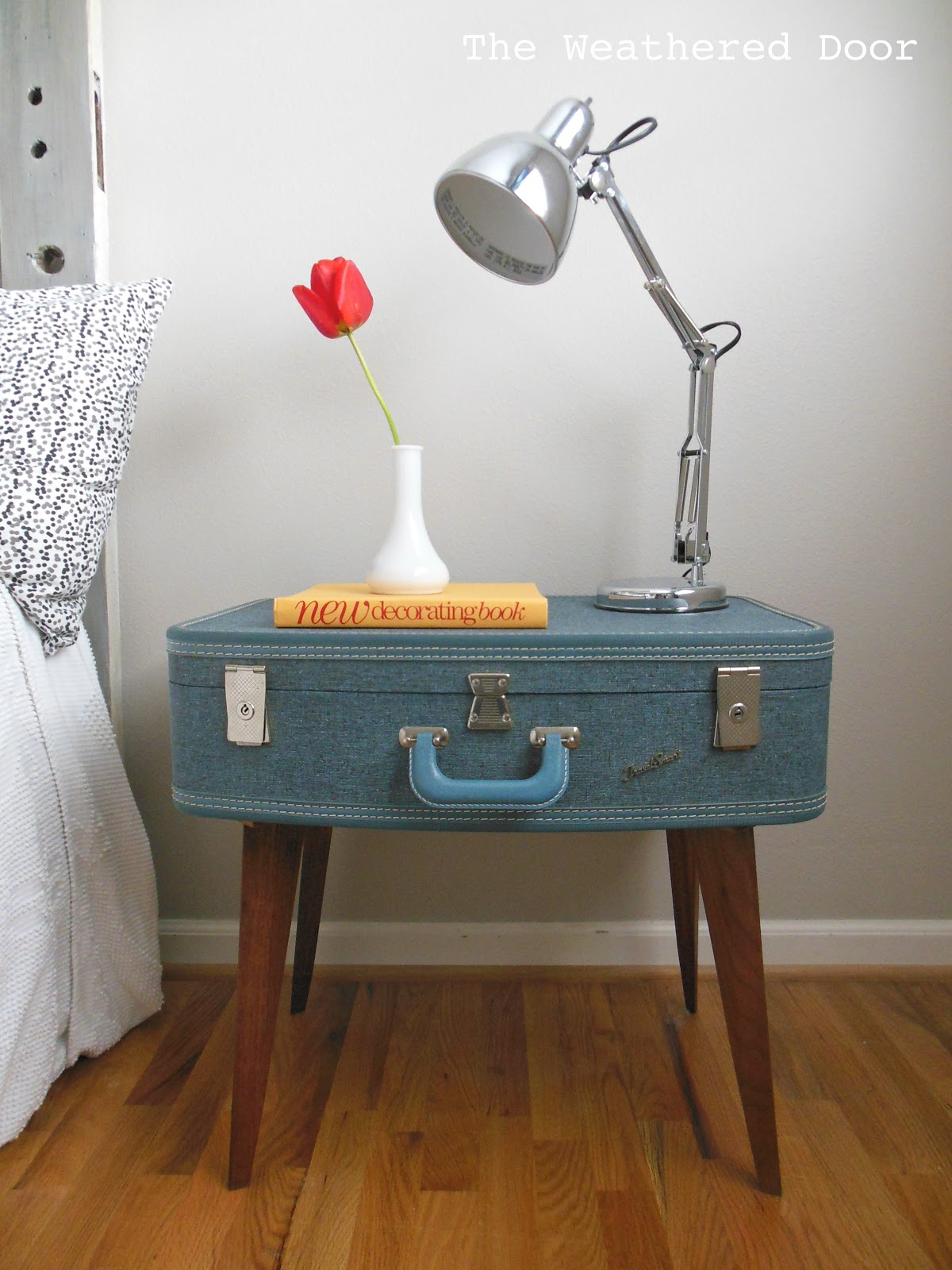 Diy suitcase table - Diy Suitcase Side Table