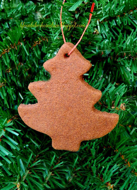 "alt=""Cinnamon Applesauce Christmas tree Ornaments tutorial and recipe"""