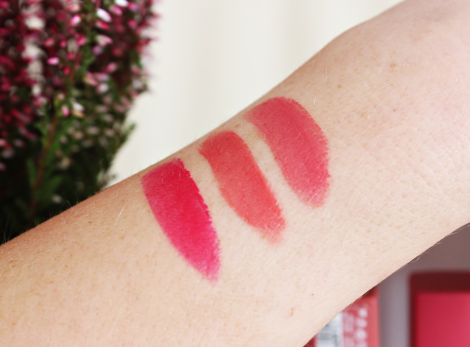 BOURJOIS, Rouge Edition Velvet - 05 Ole Flamingo!, 09 Happy Nude year, 11 So Hap'pink