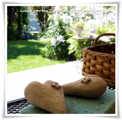 Garten keramik f r die einen blumige herzchen - Keramik katzen fur garten ...