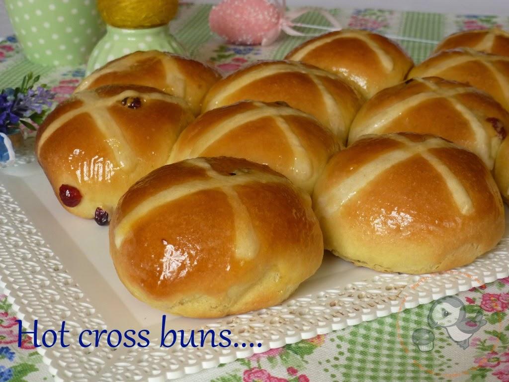 hot cross buns (con pasta madre) i panini dolci anglosassoni....e buona pasqua!!!!