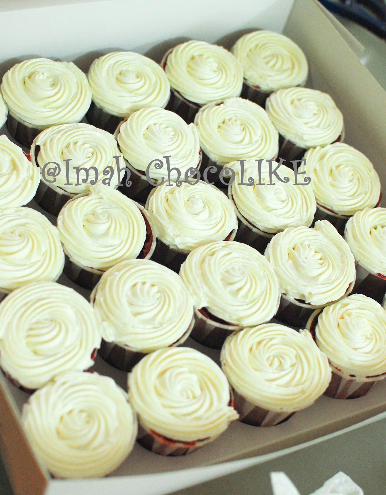 Cake Decorating Cream Cheese Frosting : Imah ChocoLIKE: Tips CREAM CHEESE FROSTING - decorating ...