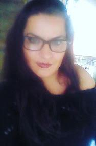 Η δημιουργός/ δημοσιογράφος του blog