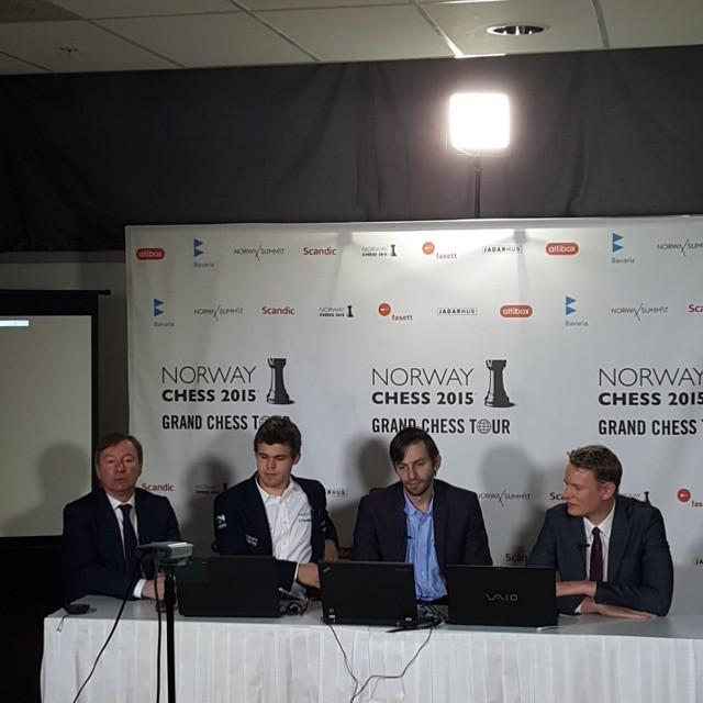Norway Chess 2015. Carlsen y Grischuk en la rueda de prensa.