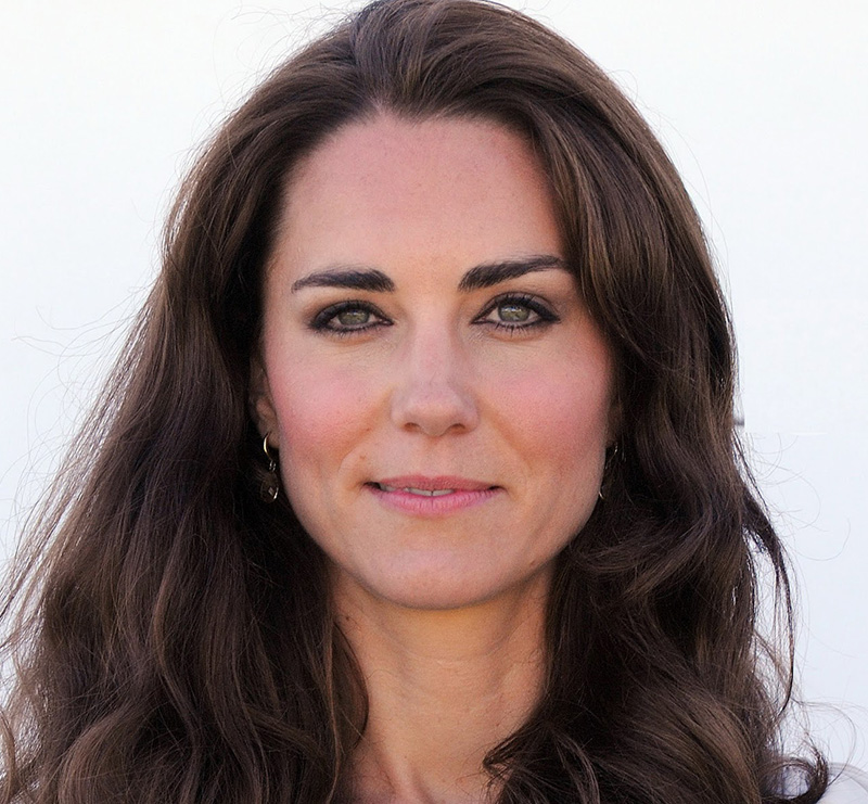 The 35-year old daughter of father Michael Middleton and mother Carole Goldsmith, 178 cm tall Kate Middleton in 2017 photo