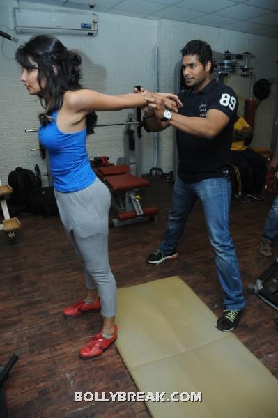 Rashaana Shah Workout - Rashaana Shah Hot Pics - Gym Workout