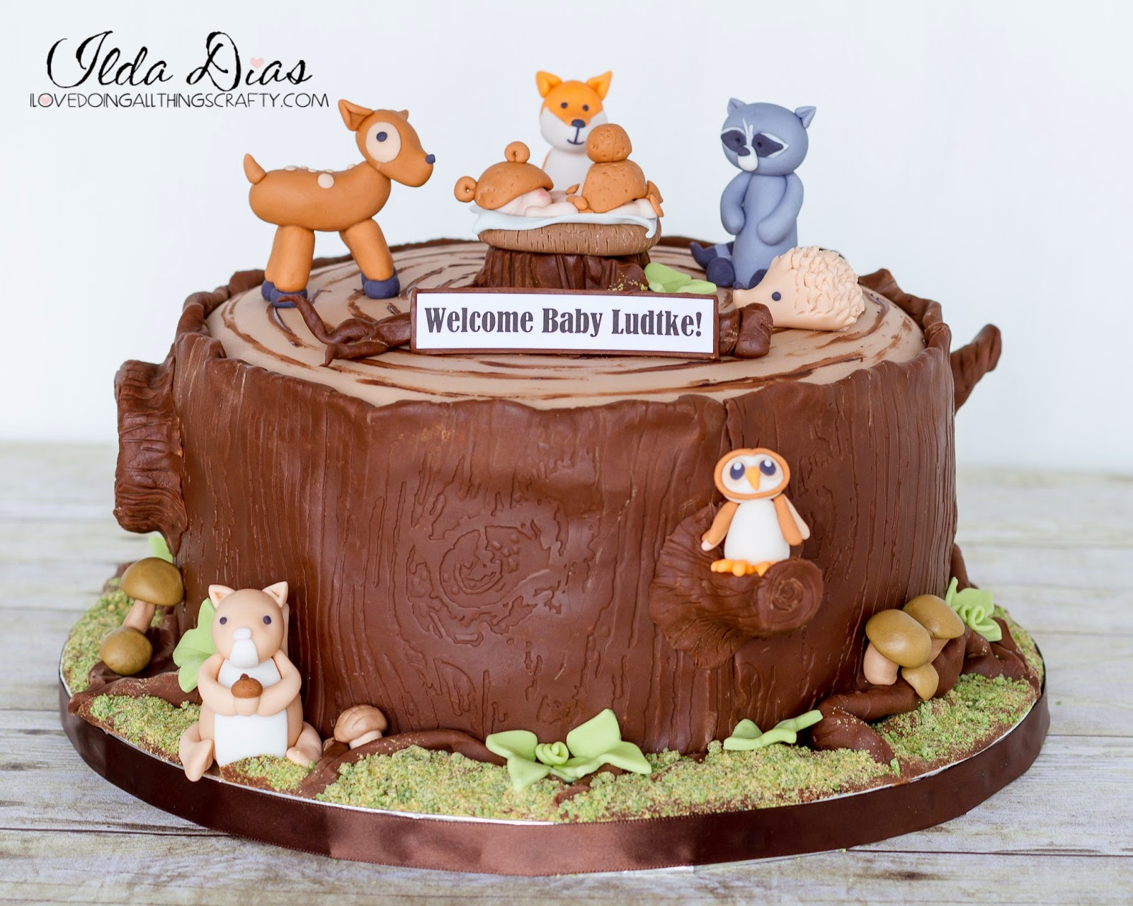 ove d oing a ll things crafty woodland baby shower cake