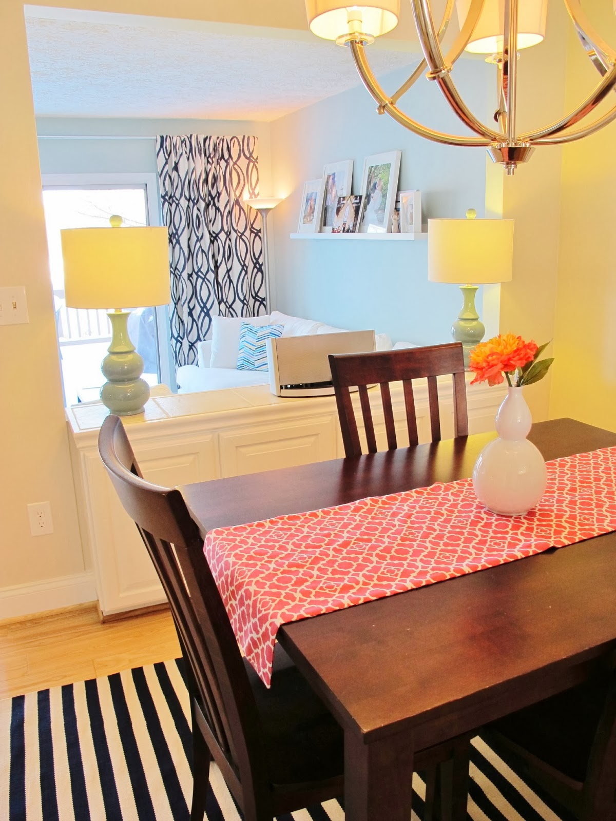 Relaxed and happy modern dining room | bonnieprojects.blogspot.com