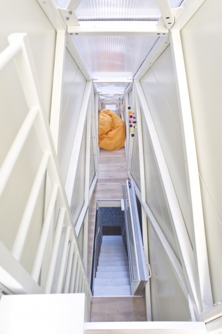 Picture of the entrance staircase as seen from the narrowest house