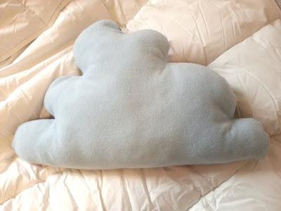 aujourd 39 hui j 39 ai un coussin nuage de la for t. Black Bedroom Furniture Sets. Home Design Ideas
