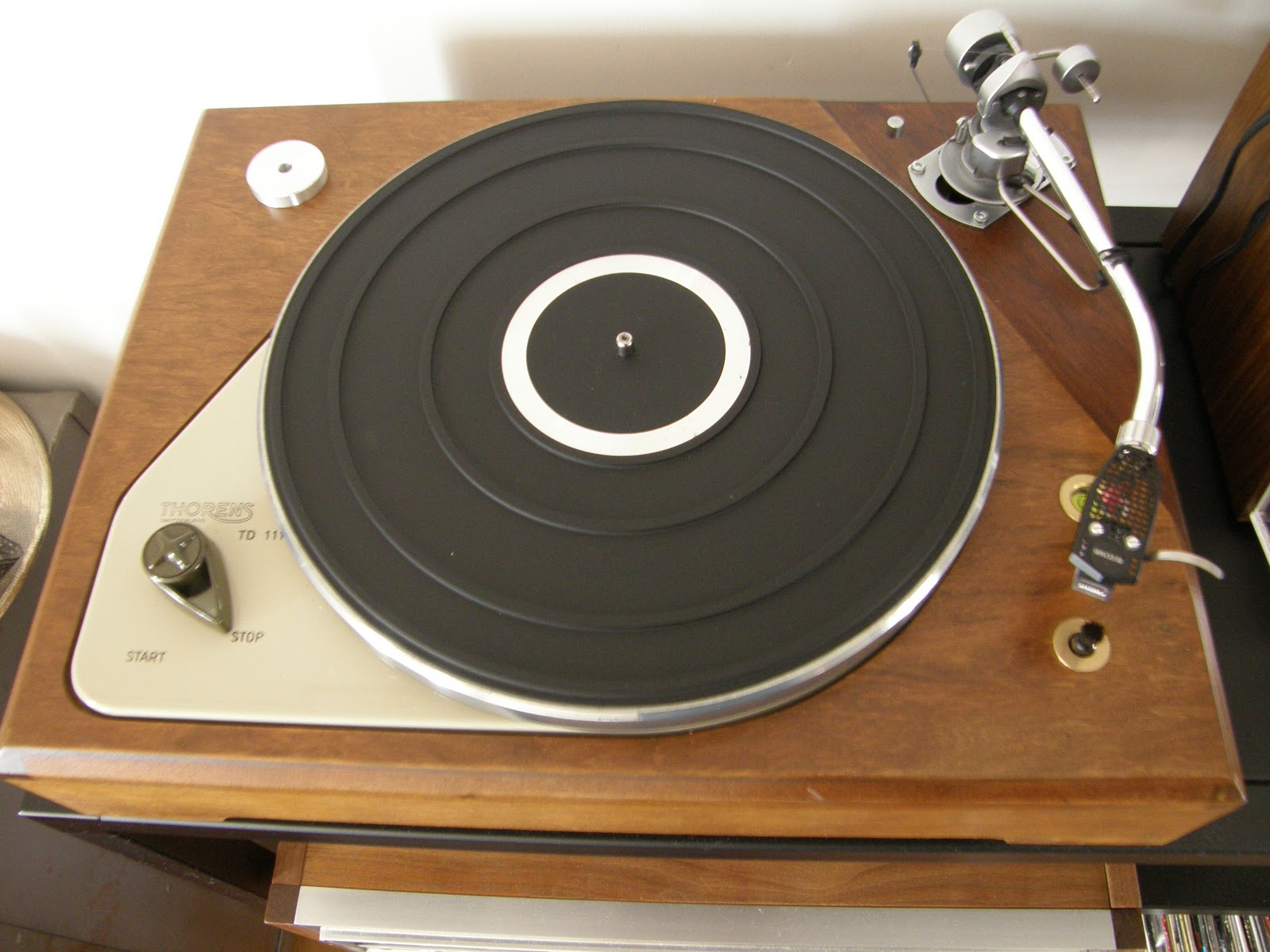 Old turntables thorens td 111 for Html table td