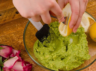 How to make an avocado mask for hair soft and beautiful