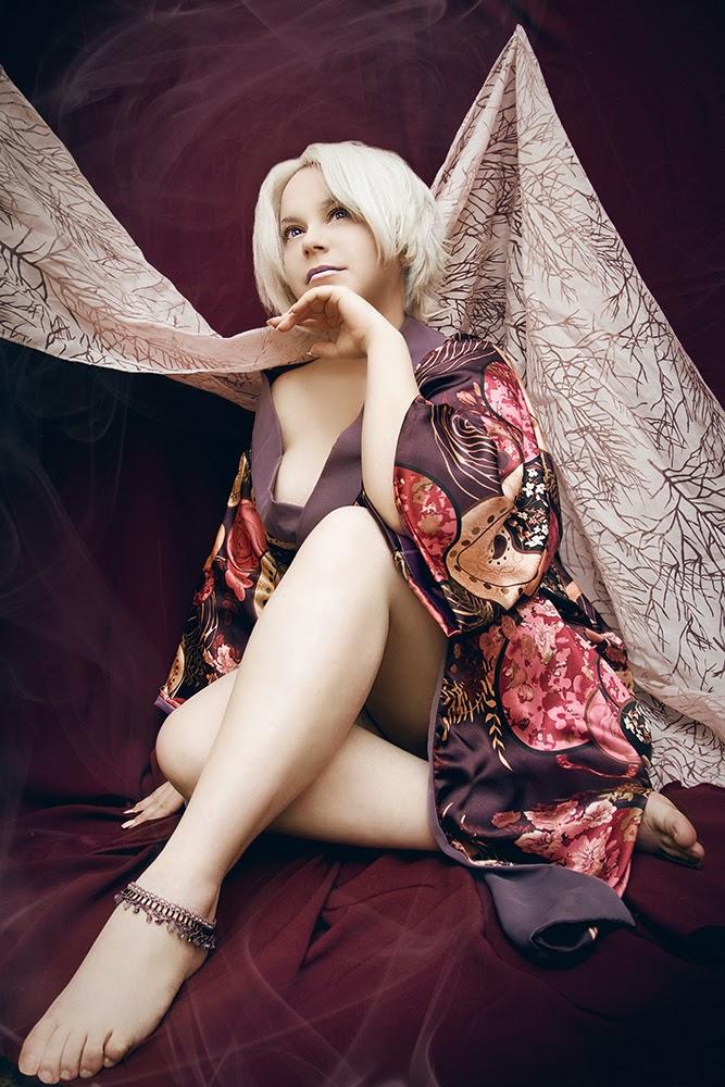 photo de cosplay féminin sexy inspiré de sengoku basara arborant un magnique kimono