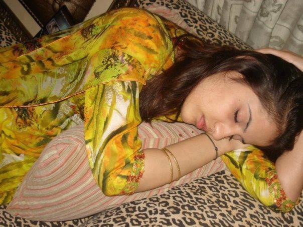 foto cewek India Tidur