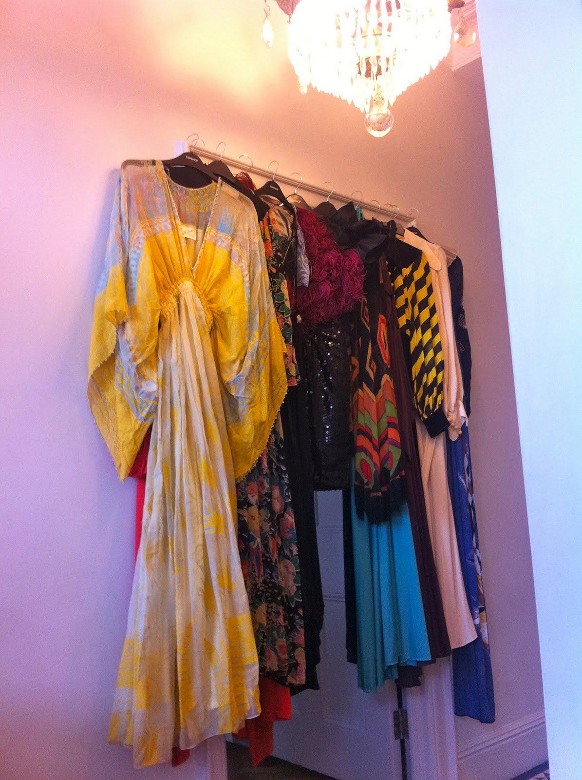 http://3.bp.blogspot.com/-eUtlKpFl8AM/TaHPZEhXXsI/AAAAAAAAAKk/Mcbkoo6nQfw/s1600/Dresses.jpg