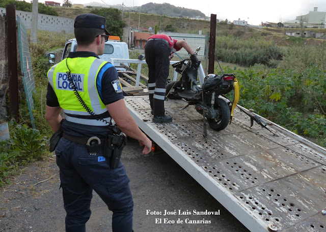 accidente moto repartidor pizza y camión en La galera Tamaraceite