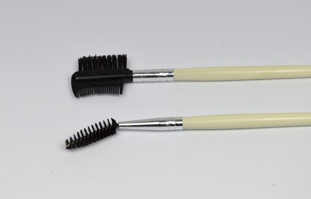 Foto von Tools für die Augenbrauen