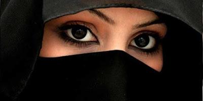 Inilah Pandangan Syariah Islam Mengenai Hukum Wanita Menjadi Model