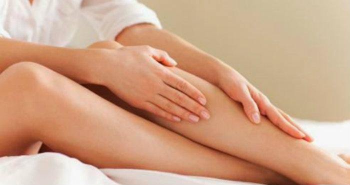 Cara Alami Untuk Memutihkan Siku dan Lutut Kaki yang Hitam